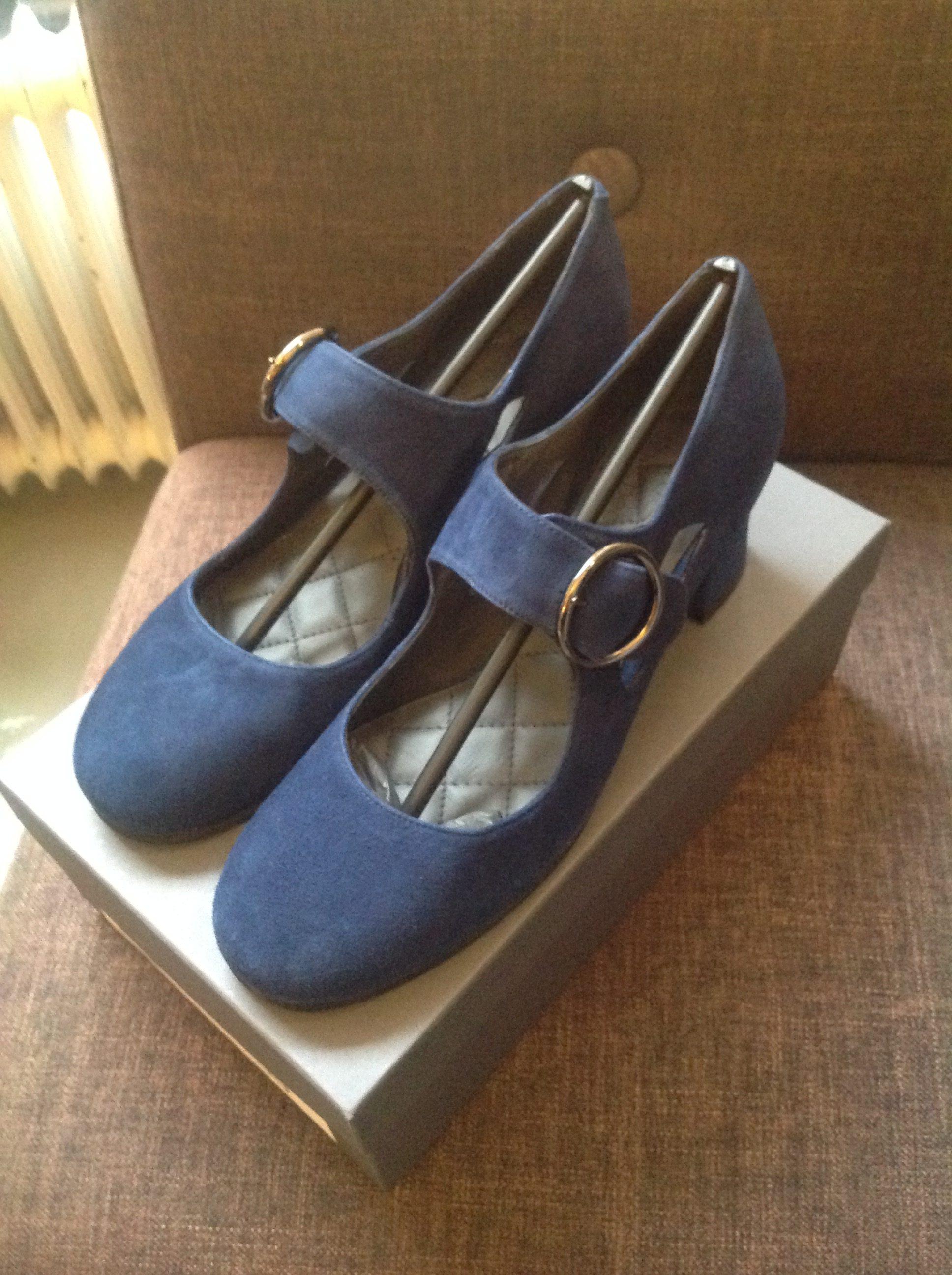Pumps Frida nr 9 blue suede Nordic Shoe People. – Coola Tanten